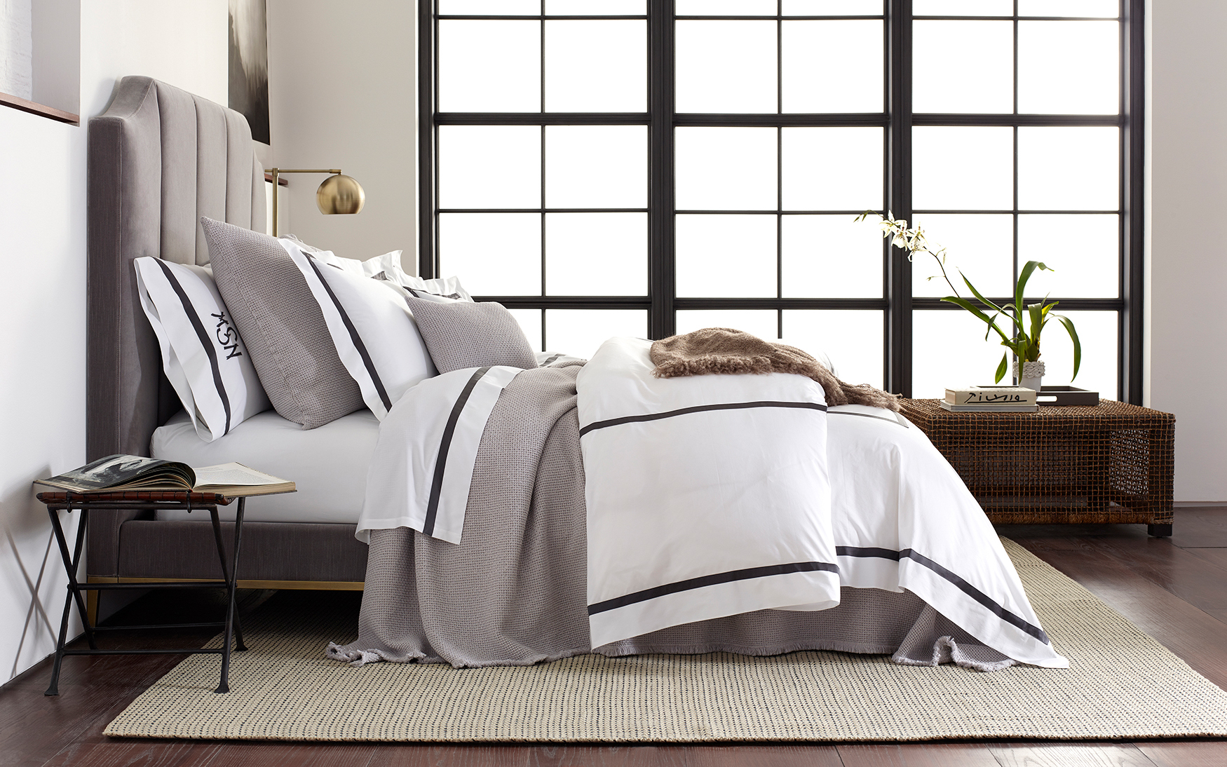 Lowell 600 Thread Count FULL Silver QUEEN Flat Sheet White MATOUK Bedding